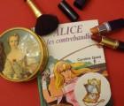 Alice à la poursuite d'une minaudière de luxe, une histoire poudrée !